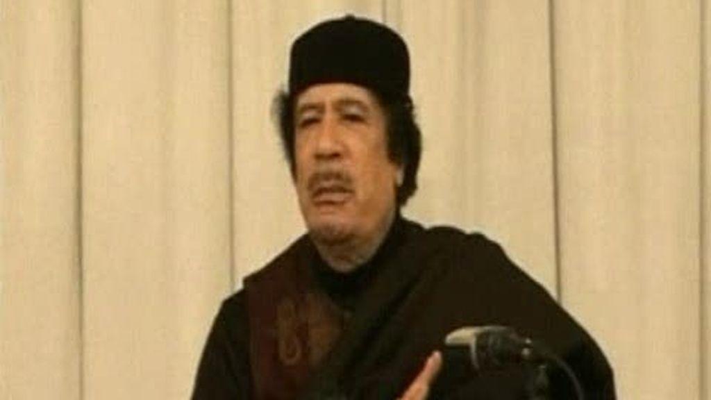 Gadafi continúa con sus dos guerras