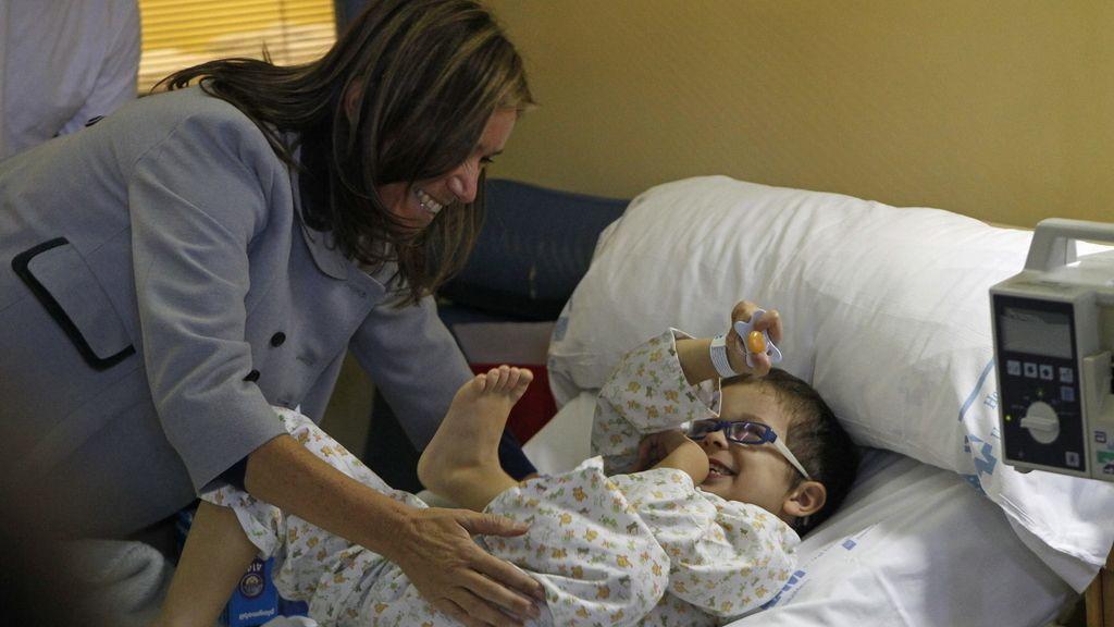Ana Mato visita a los niños ingresados en el Hospital Infantil del Niño Jesús de Madrid