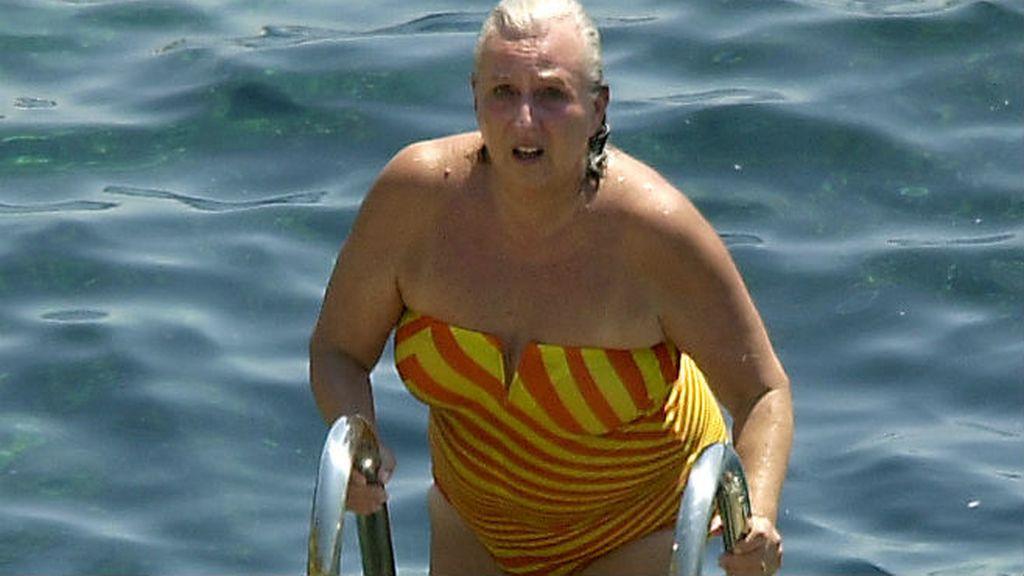 La Infanta Pilar emerge de las aguas