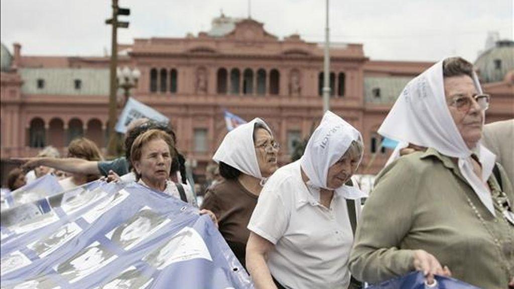 Una delegación de las Madres de Plaza de Mayo Línea Fundadora viaja a Yakarta invitada por la Federación Asiática Contra la Desaparición Involuntaria. EFE/Archivo