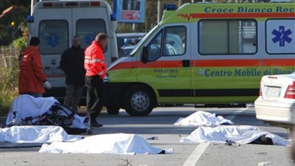 Mueren siete ciclistas arrollados por un coche en Italia