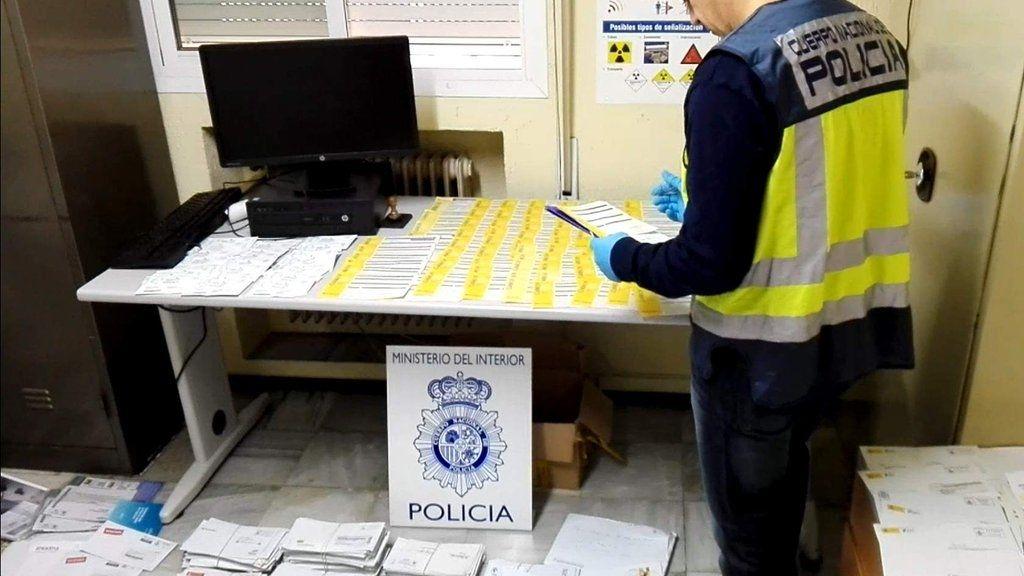 Un extrabajador de Correos se apropió de 3.200 cartas durante una década