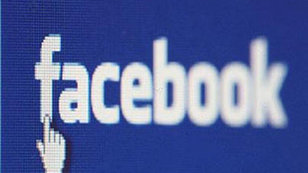 Le llueven las críticas a Facebook por sus políticas de privacidad.