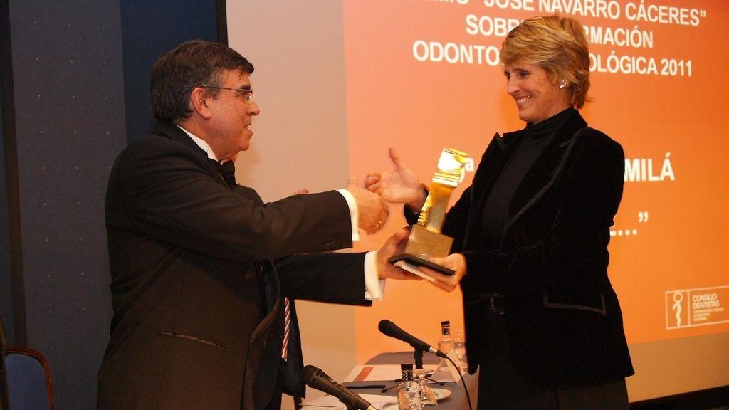 Mercedes Milá recibe un premio por su labor periodística en un reportaje