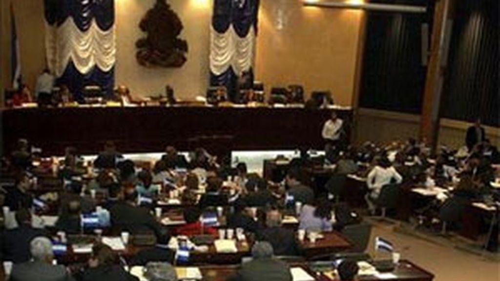 Vista de la sesión del Congreso de Honduras en el que se ha denegado la restitución de Zelaya. Foto: EFE