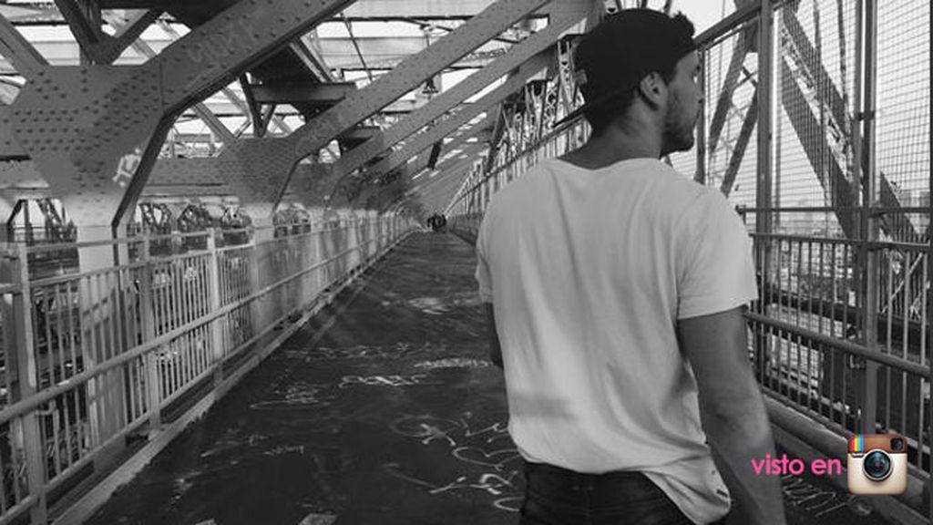 Mario paseó por los típicos puentes de hierro de la ciudad