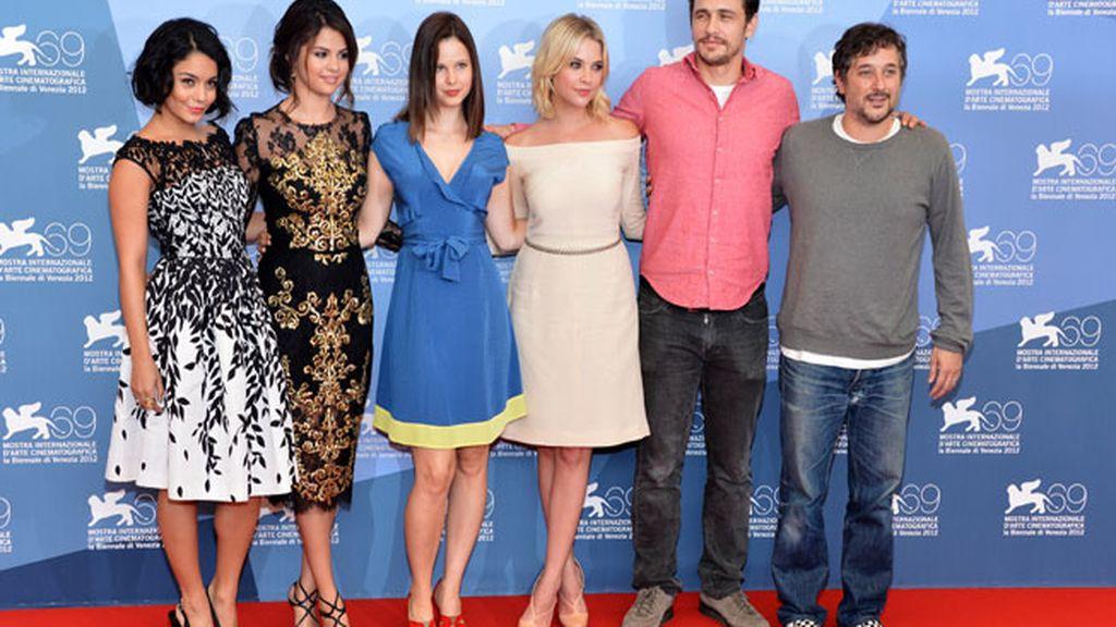 James Franco y la estrellas juveniles Vanessa Hudgens y Selena Gómez destacan en la presentación de 'Spring Breakers' en Venecia