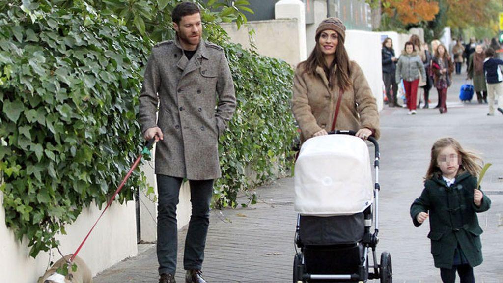 Xabi Alonso y Nagore Aramburu son padre de Jon, Anne y Emma