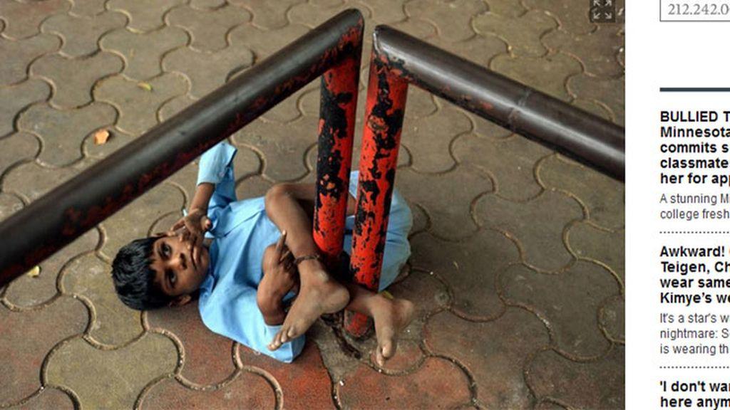 abuso infantil,maltrato infantil,India,pobreza,niño atado,