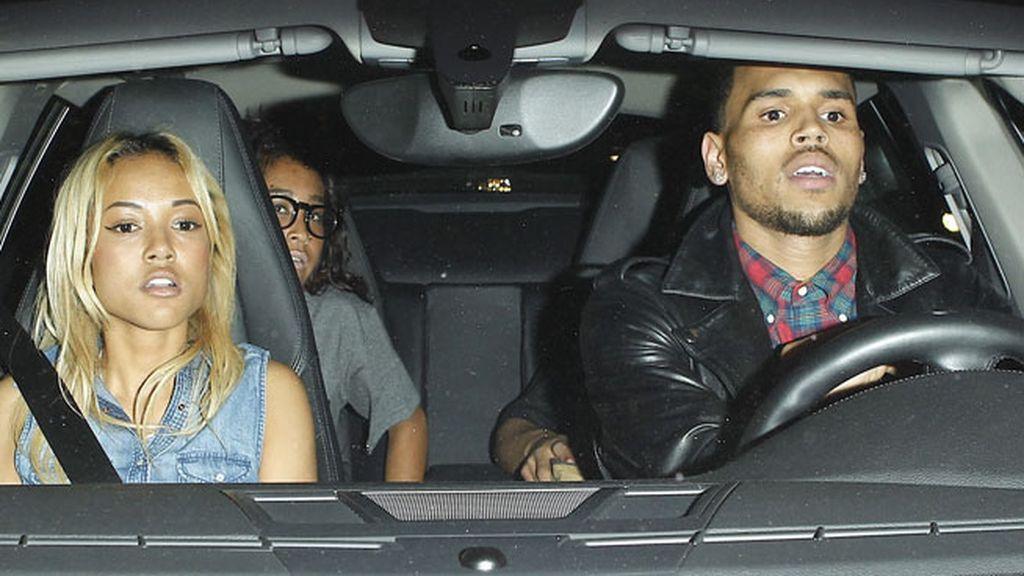 Chris Brown y una amiga