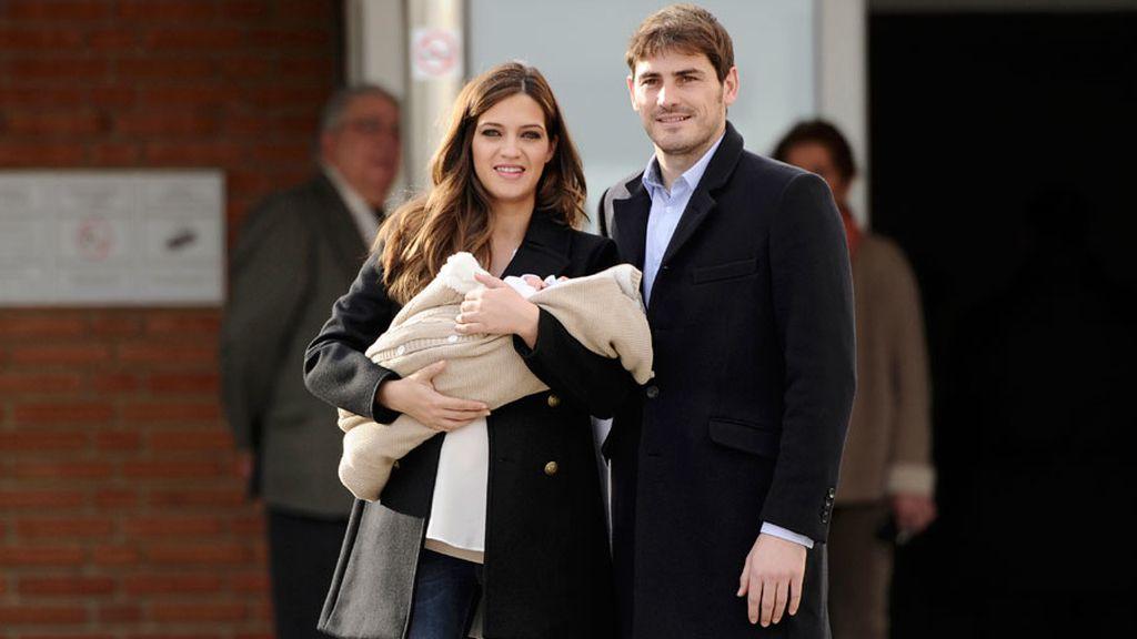 Sara Carbonero e Iker Casillas presentan a su hijo