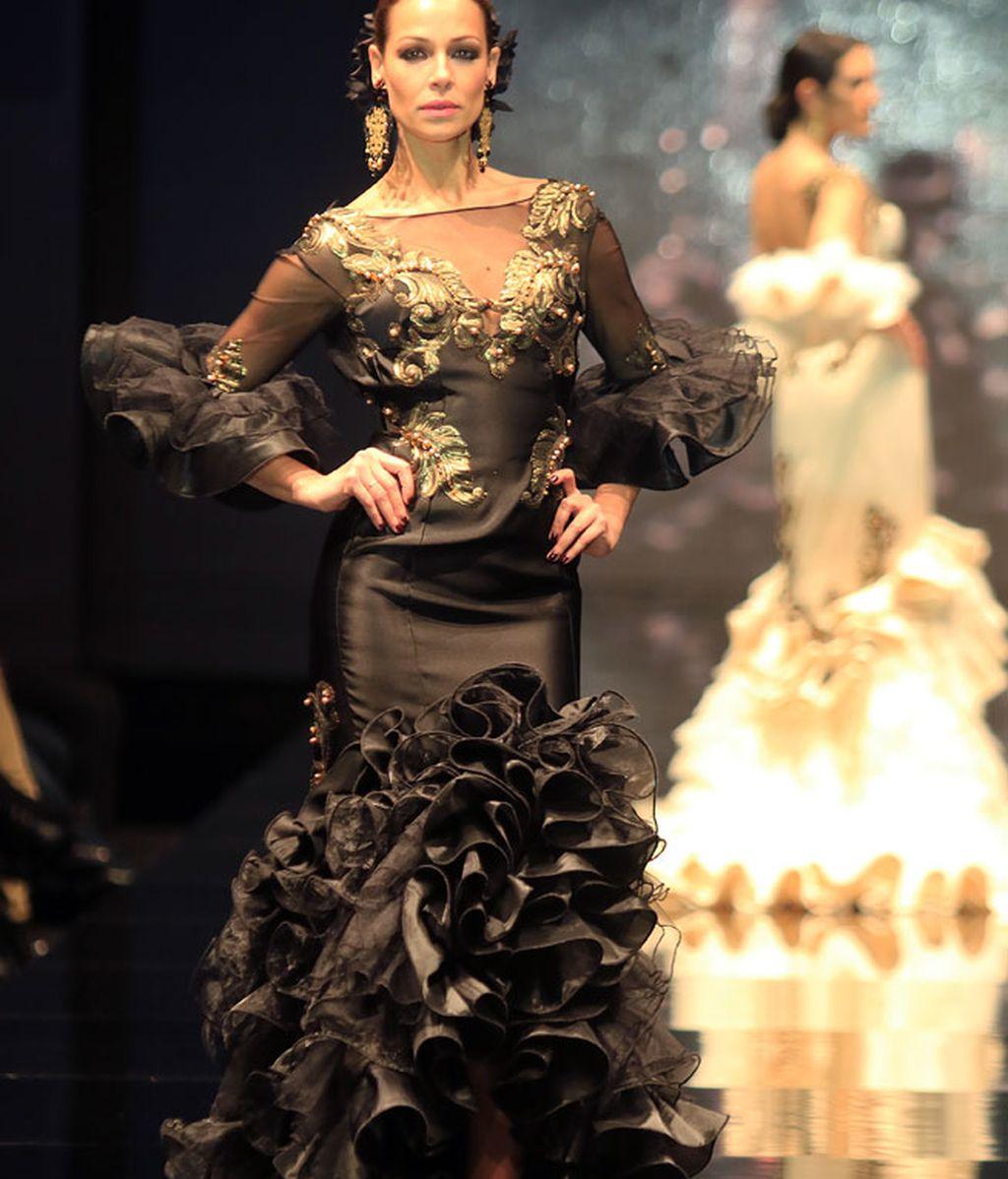 Ha desfilado con varios trajes de flamenca en la pasarela Simof (Sevilla)