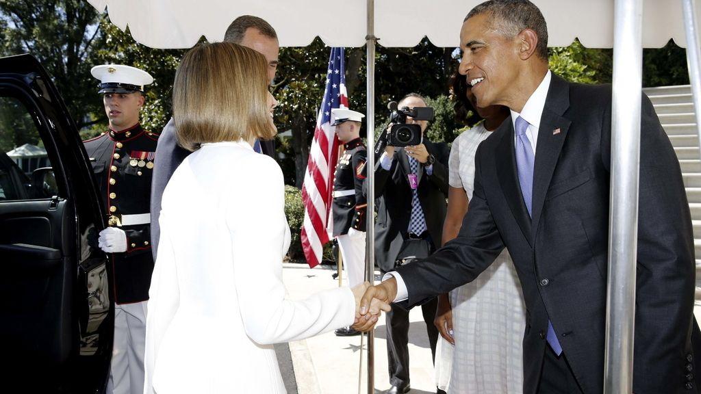 El presidente norteamericano, Barack Obama, saluda a la reina Letizia