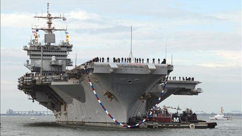 Fotografía cedida del porta aviones nuclear USS Enterprise a su llegada a Norfolk (VA, EEUU). La marina de Estados Unidos ha empezado una investigación a varios oficiales del Enterprise por una serie de videos de contenido sexual los cuales fueron mostrados a los cerca de 6.000 tripulantes de la nave. EFE