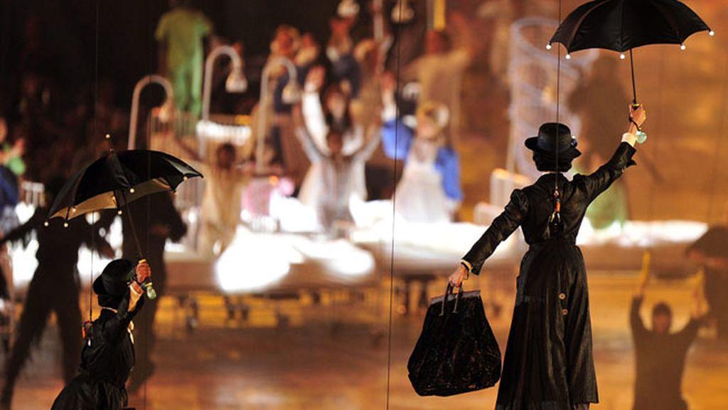 Actrices representan un número dedicado a Mary Poppin en la inauguración de los Juegos Olímpicos de Londres 2012