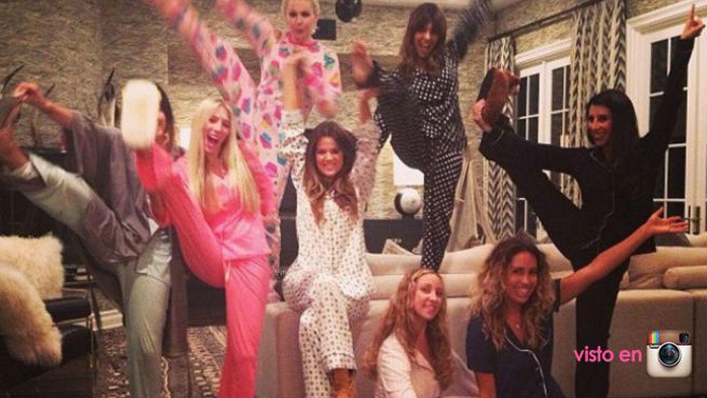 Las Kardashian, como siempre, un paso más allá: en grupo y con acrobacias