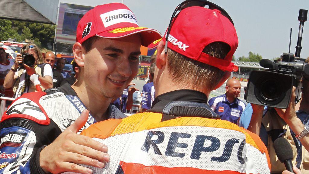 Lorenzo y Stoner se saludan tras la sesión de clasificación del GP de Catalunya