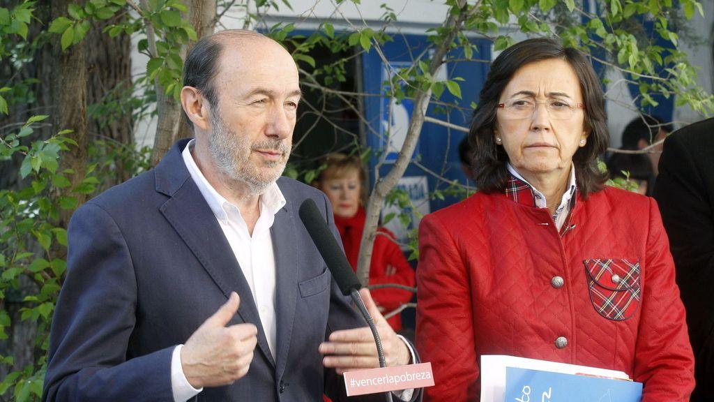 Alfredo Pérez Rubalcaba y Rosa Aguilar. foto: EFE