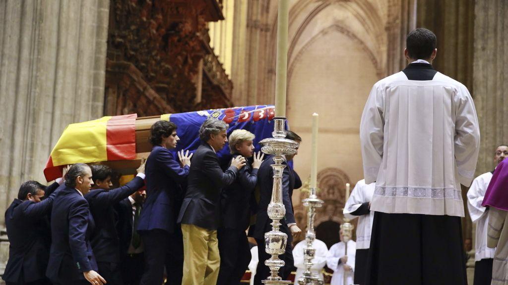 La Catedral de Sevilla acoge el último adiós a la duquesa de Alba
