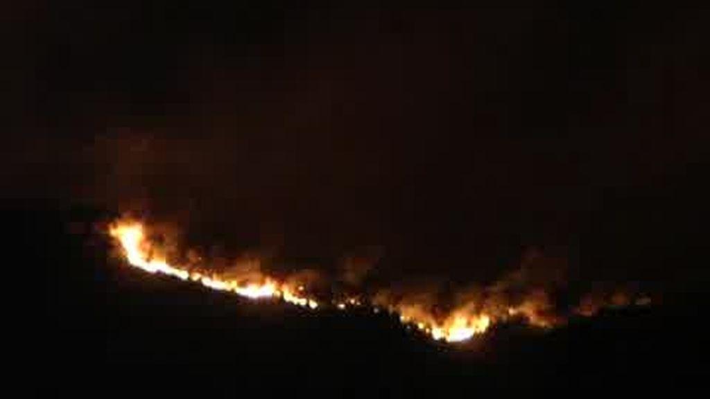 Permanecen activos los incendios de Valencia