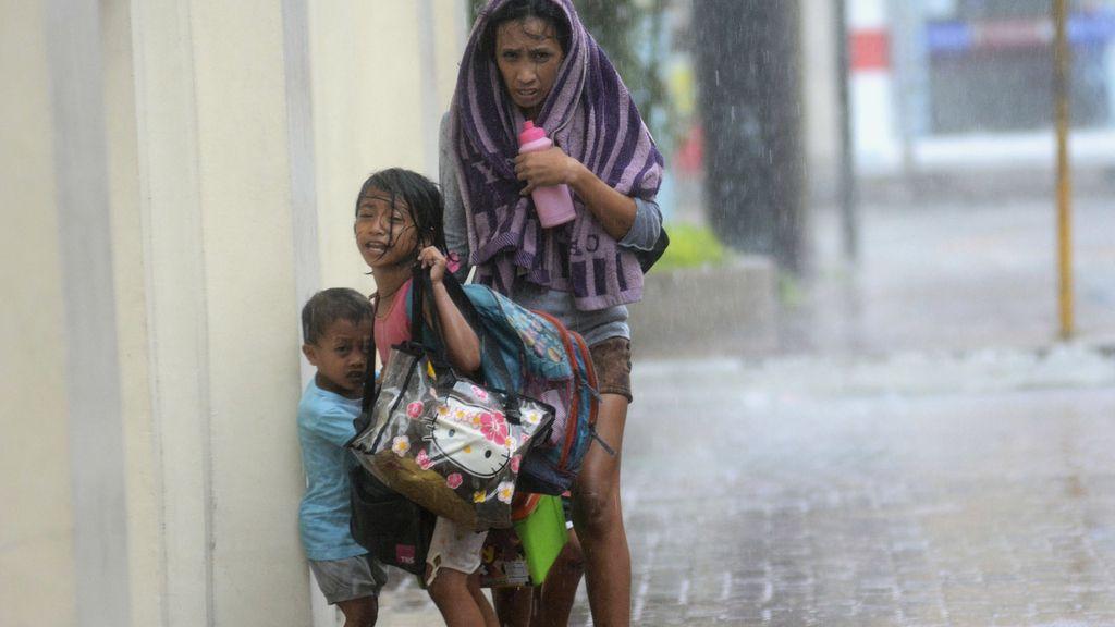 Tres muertos por el tifón Haiyan en Filipinas