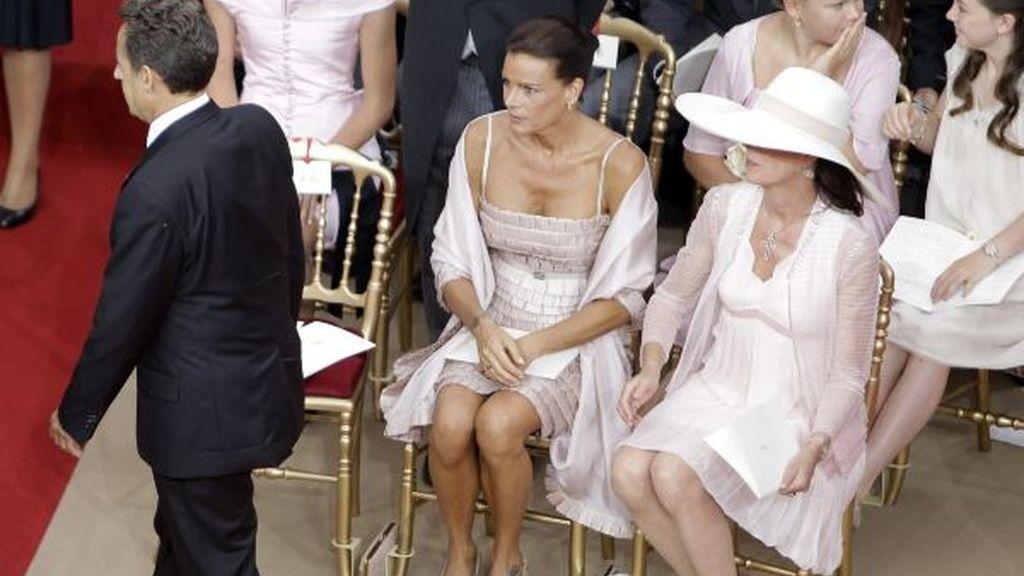 El presidente francés, Nicolas Sarkozy, y las princesas Estefanía y Carolina