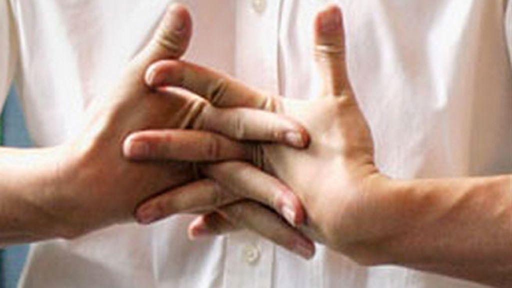 crujir los dedos,articulaciones, manos