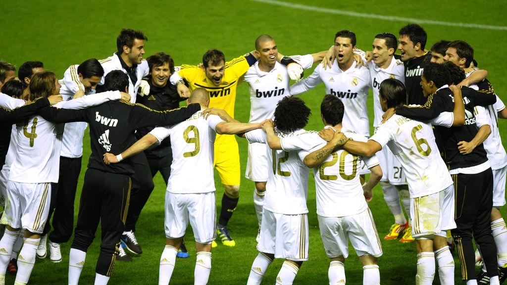 El Real Madrid celebra en San Mamés su Liga 32