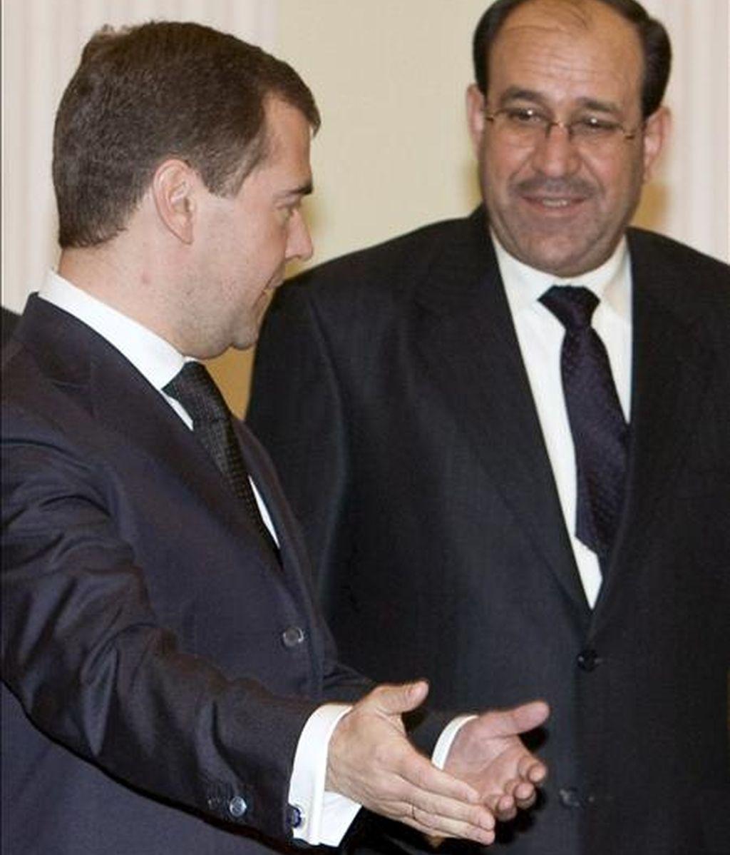 El primer ministro iraquí, Nuri al-Maliki (i), y el presidente ruso, Dmitri Medvédev (d), durante una reunión hoy en Moscú. EFE