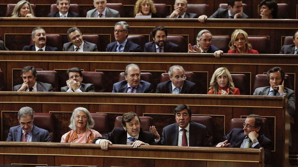 Los diputados del PP aprueban por error varias enmiendas del PSOE a la Ley de Presupuestos