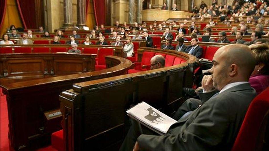 El portavoz del PP en el Parlamento catalán, Daniel Cirera, durante el pleno que ha abierto hoy la puerta a prohibir las corridas de toros en Cataluña al aceptar que siga tramitándose una Iniciativa Legislativa Popular (ILP), avalada por la firma de 180.000 personas, que hace esta petición. EFE