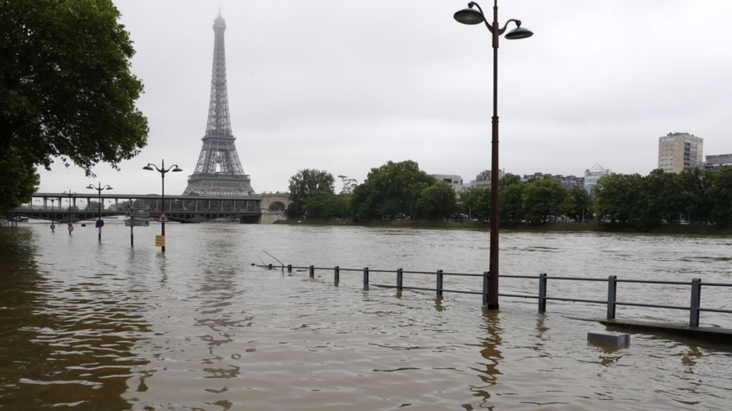 El sena podría alcanzar los 6,50 metros de altura a su paso por París