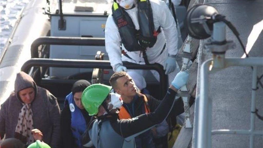 Un barco irlandés rescata a 242 personas frente a las costas de Libia