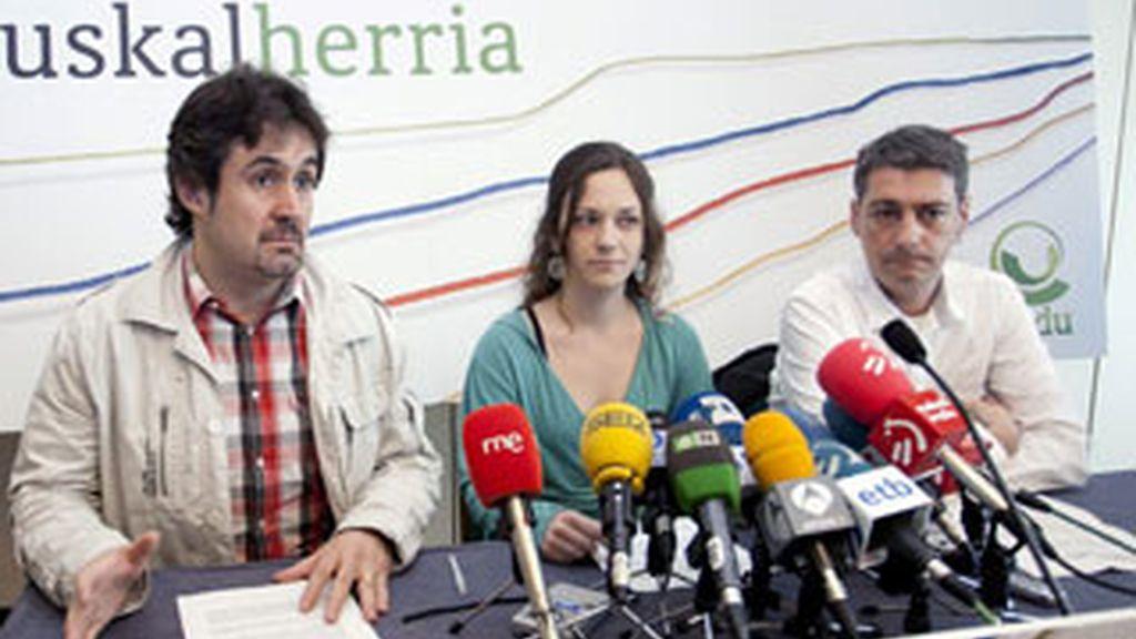 Los portavoces del Bildu, Peio Urizar, Itziar Amestoy y Oscar Matute