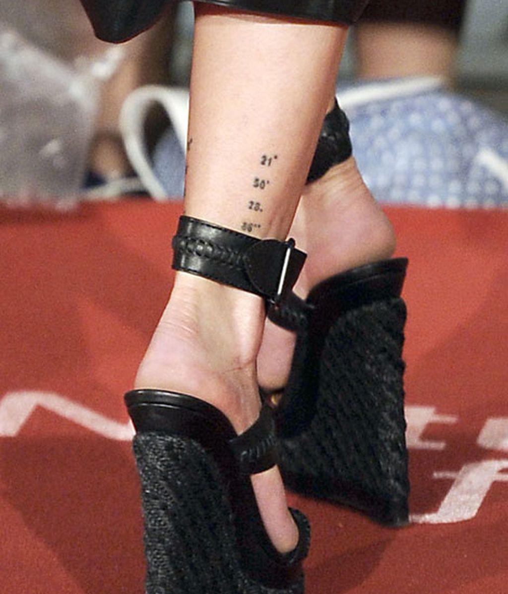 Sandalias y tatuajes en la alfombra roja