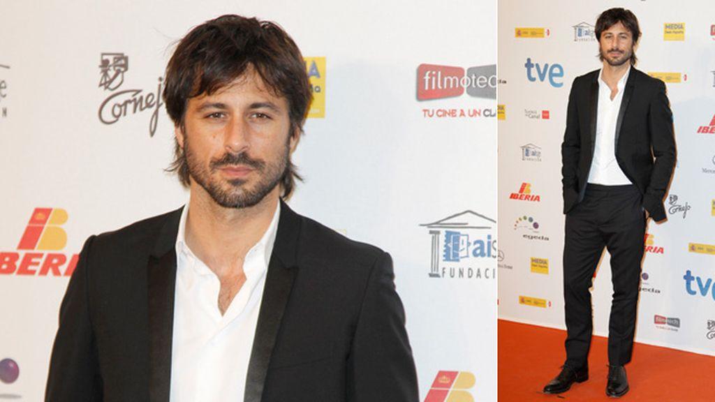 Hugo Silva, sin corbata: un galán seductor