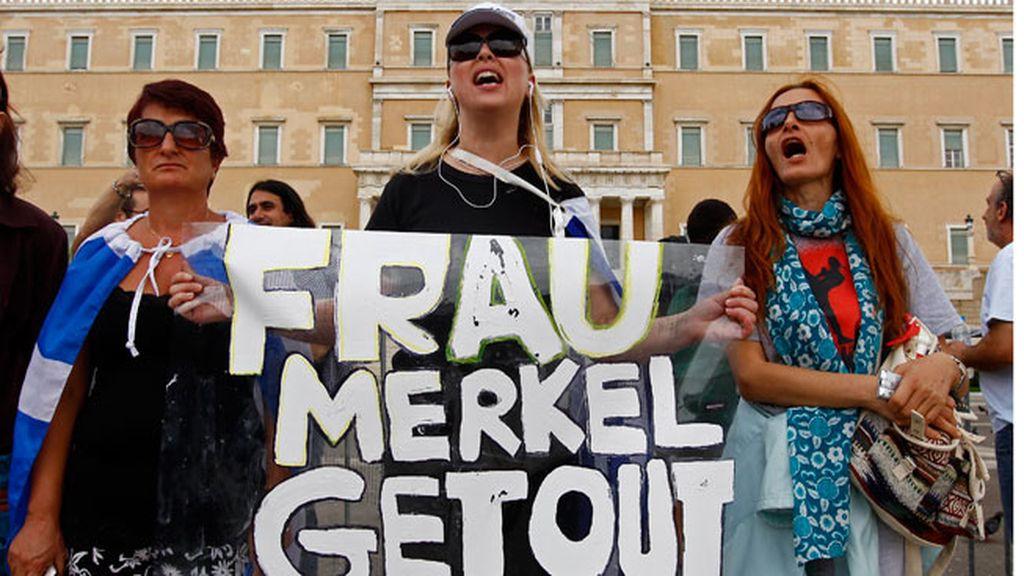 Miles de griegos se manifiestan contra Merkel