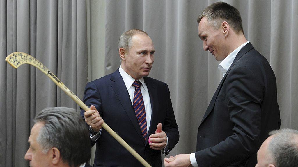 Putin se reúne con el equipo nacional de bandy (18/02/2016)