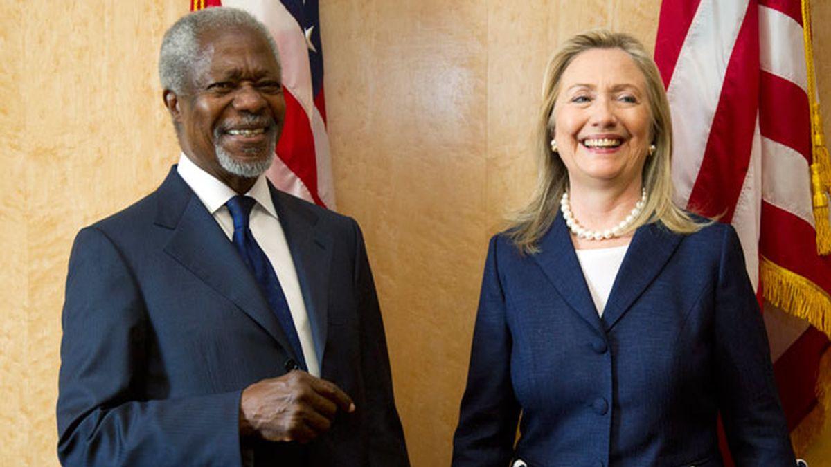 Kofi Annan y Hillary Clinton