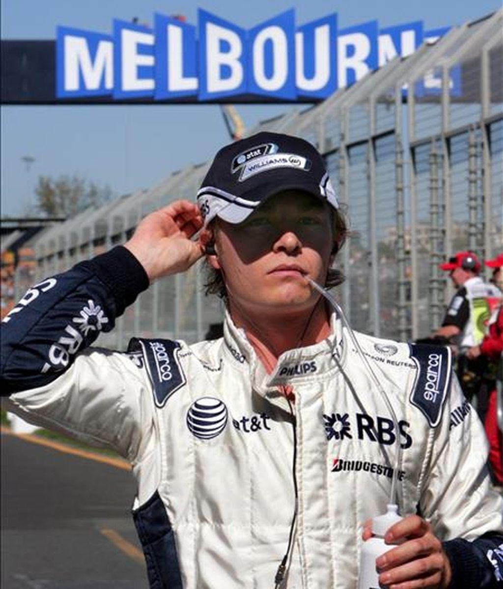 El piloto alemán Nico Rosberg de la escuderia Williams F1 antes del comienzo de la tercera ronda de entrenamientos previa a la primera prueba puntuable del Gran Premio de Australia en el circuito de Albert Park, en Melbourne, Australia. EFE