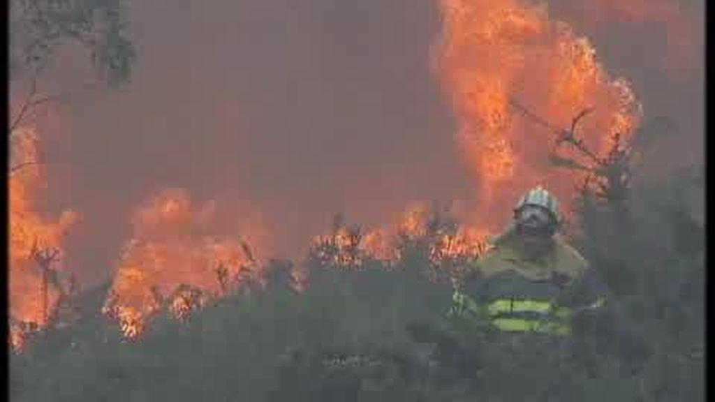 El incendio de Boiro mantiene la alerta en Galicia