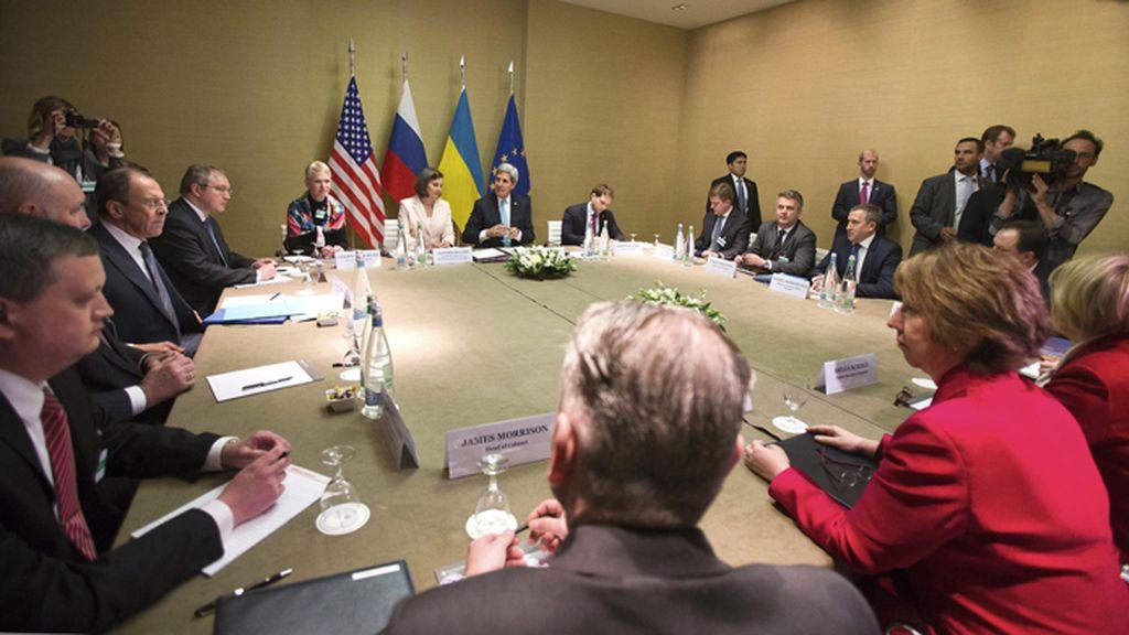 Reunión de EE.UU., Ucrania, Rusia y la UE para solucionar la crisis en Ucrania