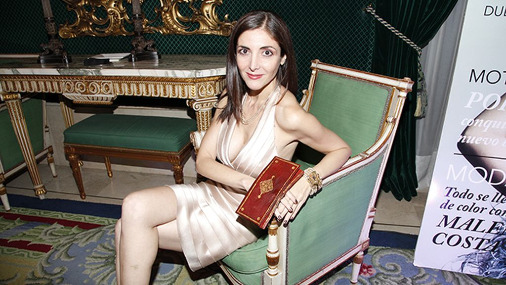 La escritora Espido Freire disfrutando de los espectaculares salones del Teatro Real