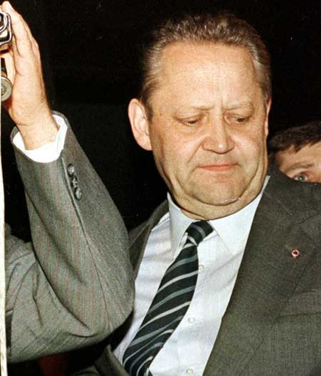 Günter Schabowski, comunicó la ley de viajes que derribó el Muro