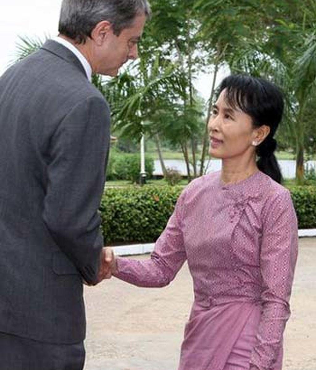 Suu Kyi aparece en público
