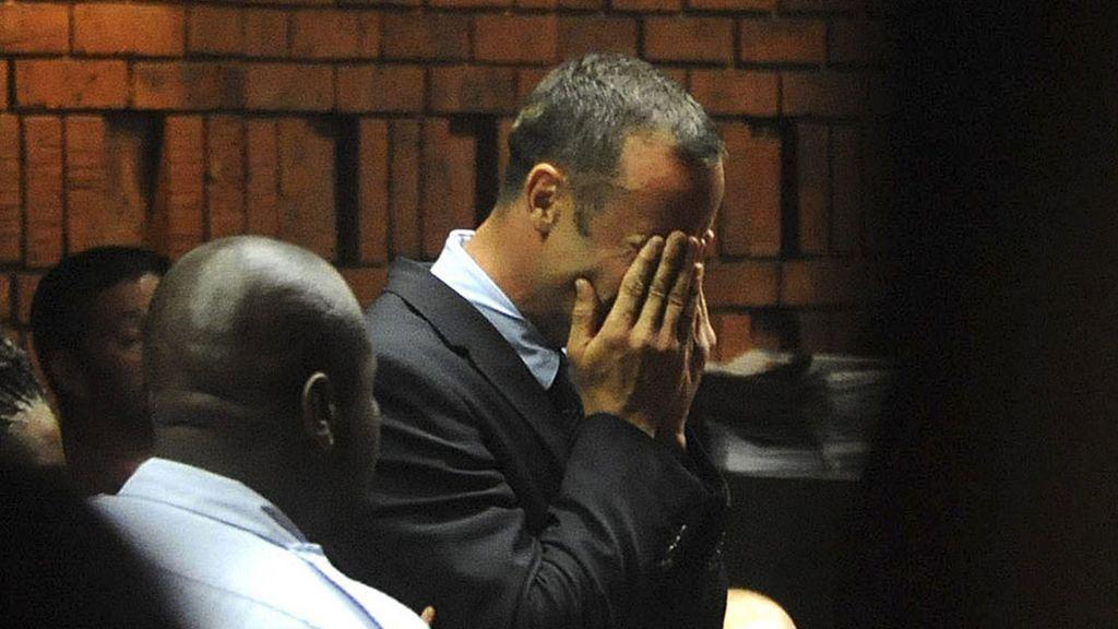 Oscar Pistorius se derrumba ante el juez