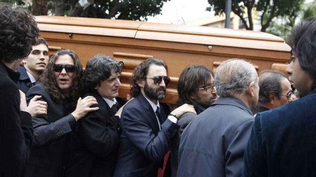 Javier Limón fue uno de los músicos que portó su féretro