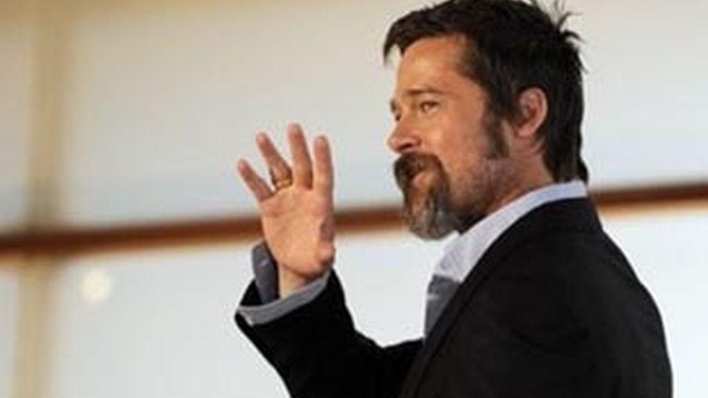 Brad Pitt podría despedirse de la casa en la que vive con Angelina Jolie e irse a vivir a un piso que ha comprado. Foto: AP/Archivo