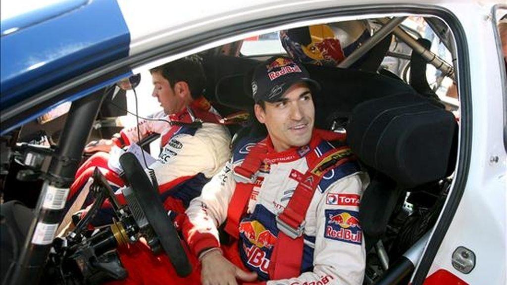 El piloto Dani Sordo (d) y su copiloto Diego Vallejo tras la primera etapa de la segunda jornada del Rally RACC Cataluña-Costadorada, el pasado mes de octubre. EFE/Archivo