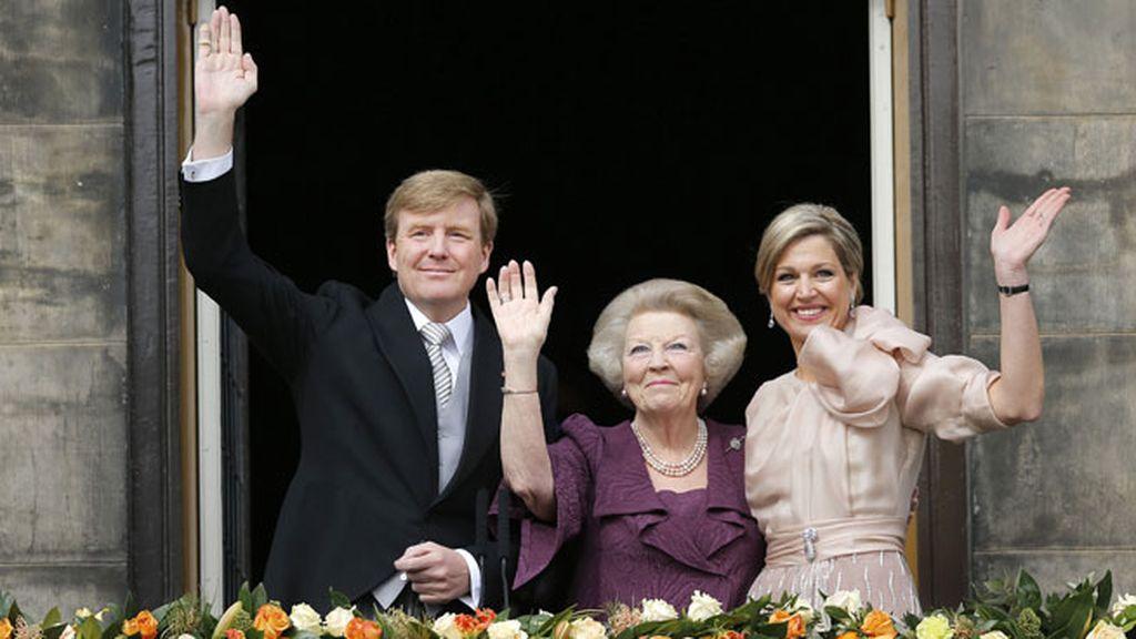 Beatriz, convertida en princesa, aparece con Guillermo y Máxima